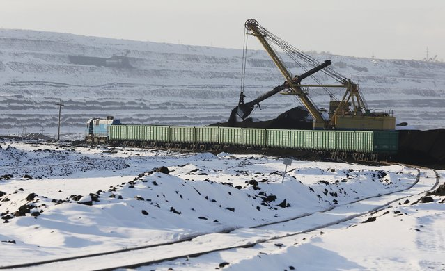A dredge loads wagons with coal at the Borodinsky opencast colliery near the Siberian town of Borodino, east of Krasnoyarsk, Russia, October 27, 2015. (Photo by Ilya Naymushin/Reuters)