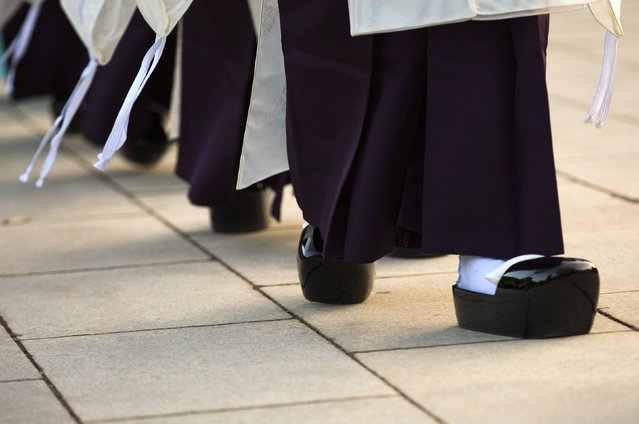 Shinto priests wear asagutsu wooden shoes as they arrive for a ritual during ceremonies bidding farewell to 2014, ahead of New Year's Day, at the Meiji Shrine in Tokyo December 31, 2014. (Photo by Thomas Peter/Reuters)