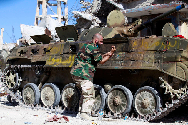 A fighter from Libyan forces allied with the U.N.-backed government washes his hand during a battle with Islamic State militants in Ghiza Bahriya district in Sirte, Libya October 31, 2016. (Photo by Hani Amara/Reuters)