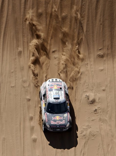 Mini driver Nasser Al-Attiyah of Qatar drives during the 4th stage of the Dakar Rally 2015, from Chilecito to Copiapo January 7, 2015. (Photo by Jean-Paul Pelissier/Reuters)