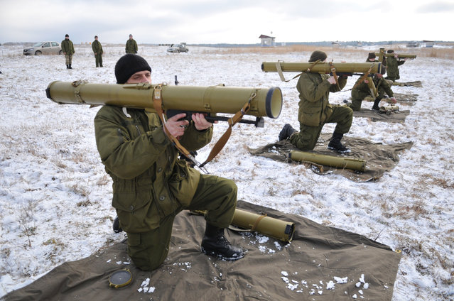 Ukrainian army soldiers perform a weapons exercise at a training ground outside Lviv, western Ukraine, Thursday, February 5, 2015. The Ukrainian government is anxious to use Thursday's visit by U.S. Secretary of State John Kerry to Kiev to reiterate its plea for lethal aid. President Barack Obama has opposed the idea of sending weapons to Ukraine but sources in his administration say this position could change in the light of recent events. (Photo by Pavlo Palamarchuk/AP Photo)