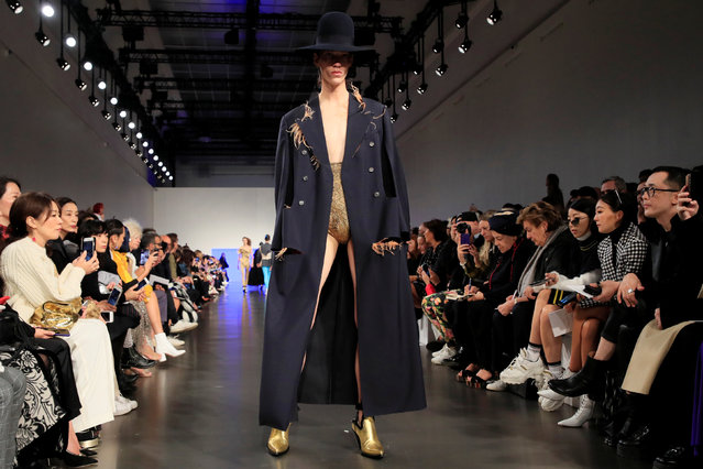 A model presents a creation by British designer John Galliano as part of his Spring/Summer 2019 women's ready-to-wear collection show for Maison Margiela fashion house during Paris Fashion Week in Paris, France, September 26, 2018. (Photo by Gonzalo Fuentes/Reuters)