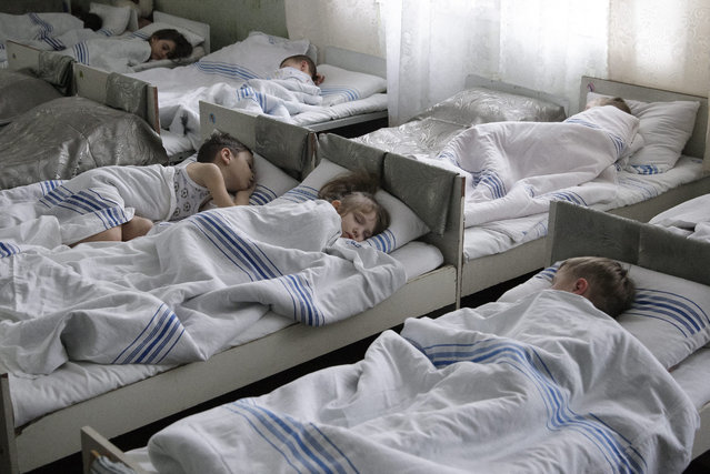 Children sleep in a kindergarten, which recently resumed work following the ceasefire aggrement between Ukrainian forces and pro-Russian separatists, in eastern Ukrainian town Makeevka, Donetsk area, Ukraine 19 March 2015. (Photo by Alexander Ermochenko/EPA)