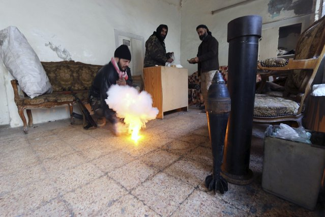 Free Syrian Army fighters prepare their weapons in Old Aleppo January 1, 2015. (Photo by Abdalrhman Ismail/Reuters)