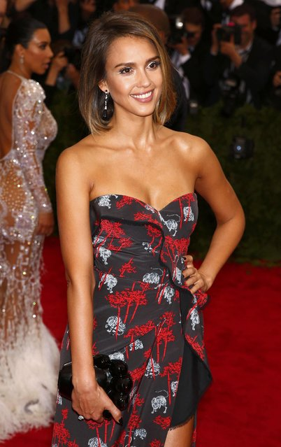 """Jessica Alba arrives at the Metropolitan Museum of Art Costume Institute Gala 2015 celebrating the opening of """"China: Through the Looking Glass"""" in Manhattan, New York May 4, 2015. (Photo by Lucas Jackson/Reuters)"""