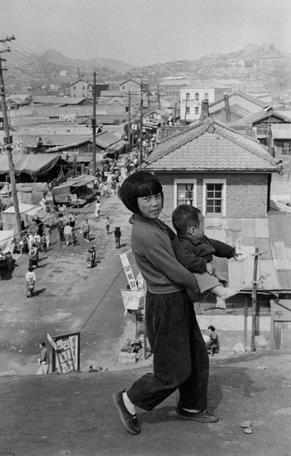 Youngsoo was born in Kaesong in 1933, in the Gyeonggi province of Korea. The city is now part of North Korea. Here: Huam-dong, Seoul, Korea. (Photo by Han Youngsoo/The Guardian)