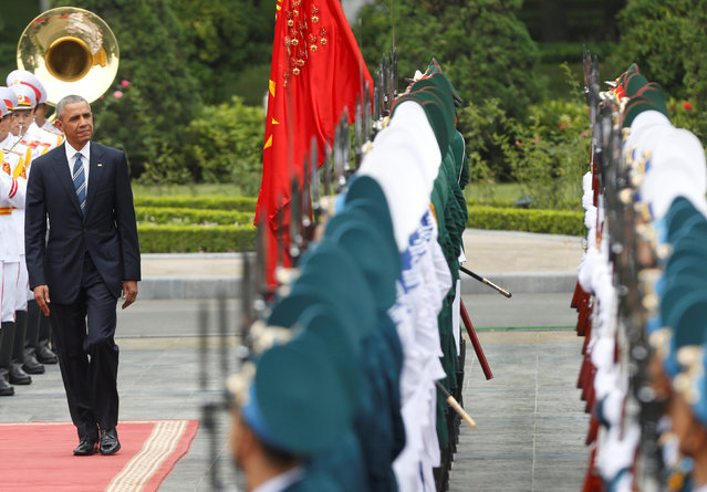 U.S. President Barack Obama reviews the guard of honour during welcoming ceremony at the Presidential Palace in Hanoi, Vietnam May 23, 2016. (Photo by Reuters/Kham)