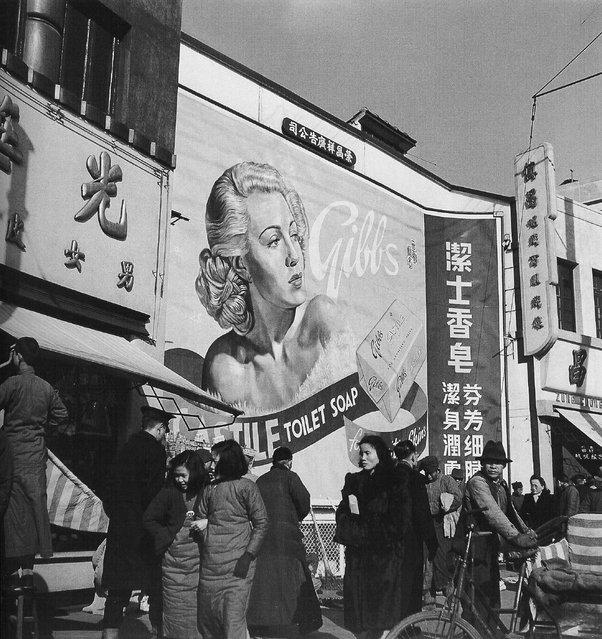 1948年1月,绘有好莱坞明星Lana Turner的广告牌 (In January 1948, painted billboards of Hollywood star Lana Turner)