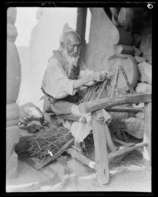 Making Sandals Sun Yien Dien. China, Sanyuan Zhen (Santai Xiang, Sichuan Sheng), 1917-1919. (Photo by Sidney David Gamble)