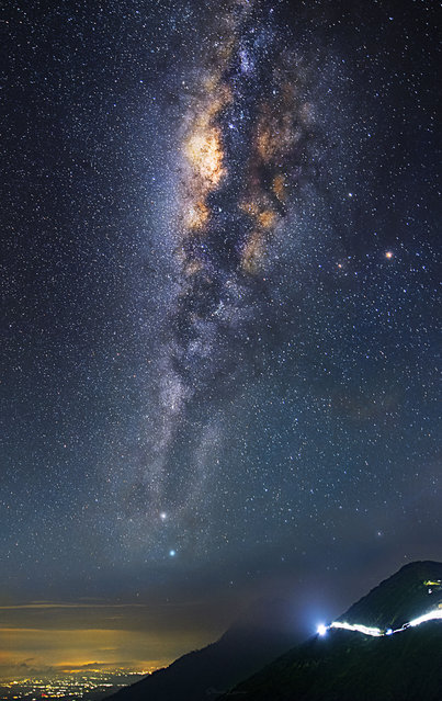 Some of steves other night sky photography Mount Ijen – Indonesia. (Photo by Steve Lance Lee/Caters News)