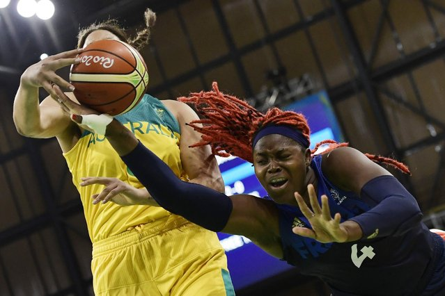 France's Isabelle Yacoubou fights for a loose ball with Australia's Elizabeth Cambage during a Women's round Group A basketball game, August 9, 2016. (Photo by Javier Soriano/AFP Photo)