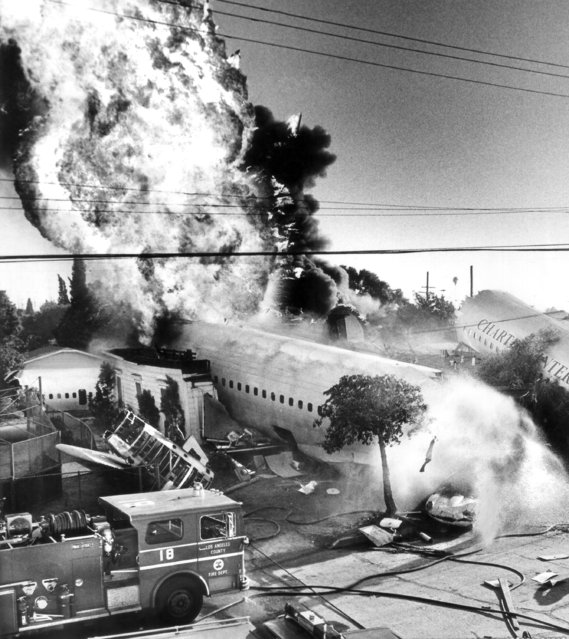 "Special effects men of the TV series ""Emergency"" staged this $45,000 explosion for the movie cameras as they simulated an airliner hitting of row of homes during filming of an episode of the show in Los Angeles, October 5, 1977. For the scene prop men placed the fuselage of an old DC-8 airliner amid the wreckage of some homes that were being demolished for a future development. Thirty gallons of gasoline added to the flames in this portion of the stunt. (Photo by AP Photo)"