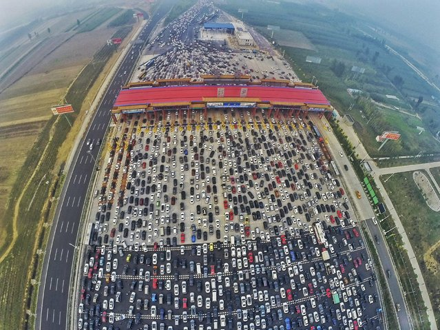 Vehicles are seen stuck in a traffic jam near a toll station as people return home at the end of a week-long national day holiday, in Beijing, China, October 6, 2015. (Photo by Reuters/China Daily)