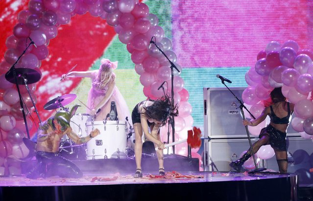 Charli XCX (C) destroys her set after singing a medley of songs during the 42nd American Music Awards in Los Angeles, California November 23, 2014. (Photo by Mario Anzuoni/Reuters)