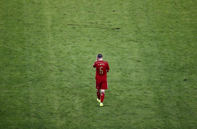 Spain's Andres Iniesta walks on the pitch during the 2014 World Cup soccer match between Spain and Chile at the Maracana stadium in Rio de Janeiro, in this June 18, 2014 file photo. (Photo by Ricardo Moraes/Reuters)
