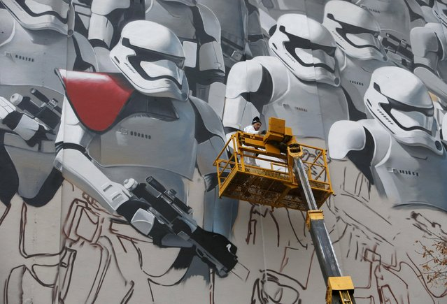 Artist Artur Kashak paints graffiti depicting stormtroopers characters in Star Wars movies, on a wall of a building in central Moscow, Russia November 25, 2015. (Photo by Sergei Karpukhin/Reuters)
