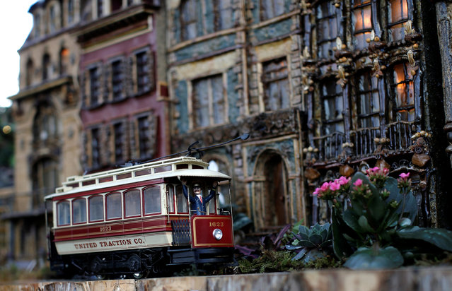 A model train travels past a scaled model of New York City row houses built entirely with plant parts during a media preview of the 25th annual Holiday Train Show at the New York Botanical Garden in the Bronx borough of New York City, U.S., November 14, 2016. (Photo by Mike Segar/Reuters)