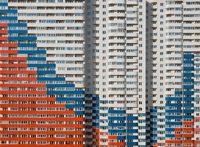 A view shows an apartment block with a facade, depicting the colours of the Russian state flag in Saint Petersburg, Russia on April 4, 2021. Picture taken with a drone. (Photo by Anton Vaganov/Reuters)
