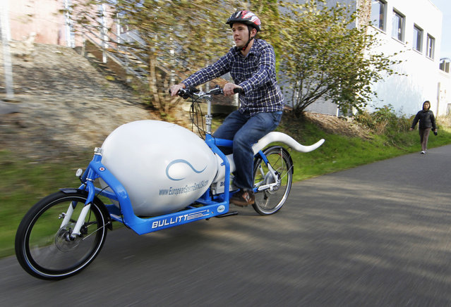 Biological analyst Alan Dowden of the Seattle Sperm Bank rides the Sperm Bike, a custom-designed, high-tech bicycle used to deliver donated sperm to fertility clinics, in Seattle November 8, 2011. According to Seattle Sperm Bank's managing director Gary Olsem, donor sperm is transported by medical technicians aboard the bike, which is the second of its kind, in liquid nitrogen cooled vacuum containers. The first Sperm Bike was adopted by Seattle Sperm Bank's sibling company, the European Sperm Bank, in Cophenhagen. (Photo by Anthony Bolante/Reuters)