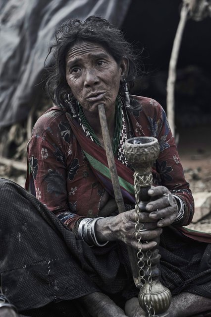 Many of the Raute people have been resettled by the Government of Nepal but this remaining nomadic tribe continues to resist the change in Accham District, Nepal, January 2016. (Photo by Jan Moller Hansen/Barcroft Images)