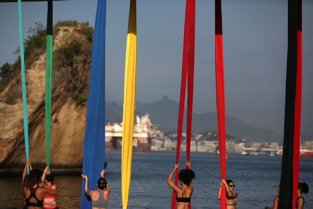 Women attend an aerial silk class at the Boa Viagem (Good Trip) beach in Niteroi, Brazil on April 5, 2019. (Photo by Pilar Olivares/Reuters)