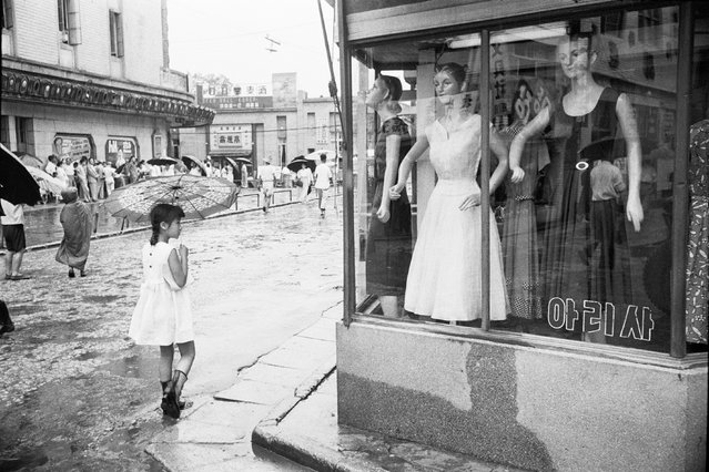 Alongside a career creating advertising and fashion images, he shot street scenes that give intimate, affecting insights into the reality of mid-century Korea. Here: Meongdong, Seoul, Korea. (Photo by Han Youngsoo/The Guardian)