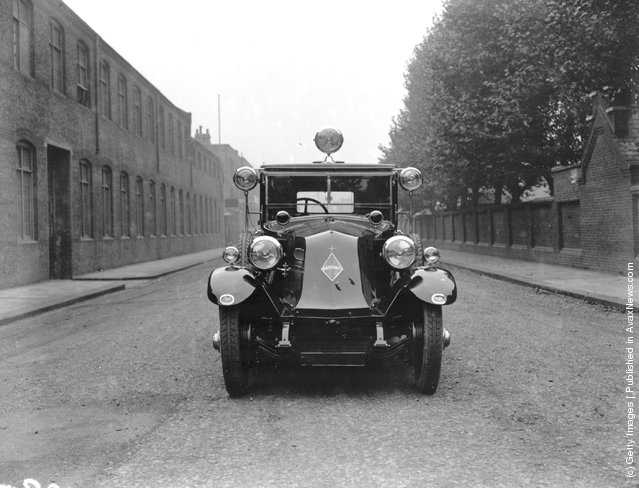 1926: A Renault with 11 headlights