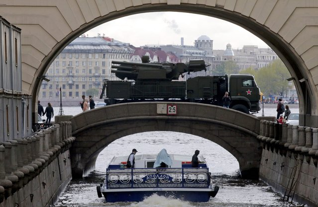 A Russian military vehicle is seen crossing a bridge on its way to a Victory Day parade rehearsal on the Dvortsovaya (Palace) embankment in St. Petersburg, Russia, 05 May 2014. Russia annually on 09 May celebrates the victory of the then Red Army over Nazi Germany. (Photo by Anatoly Maltsev/EPA)