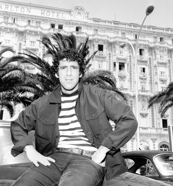 "American actor Elliott Gould, promoting his film ""S*P*Y*S"", poses for a photo outside the Carlton Hotel during the Cannes Film Festival, May 24, 1974, in France. (Photo by RDA/Getty Images)"