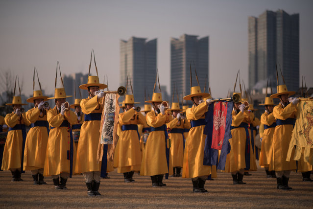 A South Korean honour guard performs prior to the arrival of US Defense Secretary James Mattis at the Defense Ministry in Seoul on February 3, 2017. Mattis was in the South Korean capital before going on to Tokyo, on the first overseas tour by a senior Trump administration official as concerns rise about the direction of US policy in the region under the protectionist and fiery leader. (Photo by Ed Jones/AFP Photo)