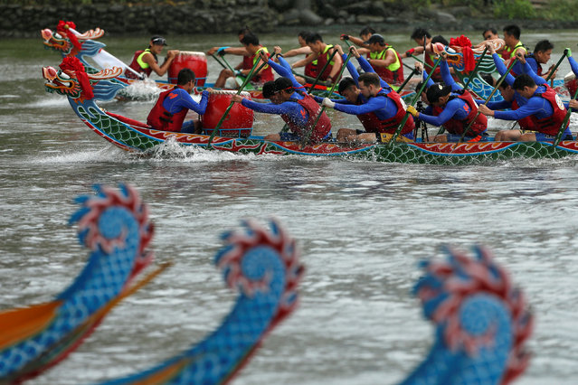 Participants compete during a race to mark Duan Wu, or Dragon Boat Festival, in Taipei, Taiwan June 11, 2016. (Photo by Tyrone Siu/Reuters)