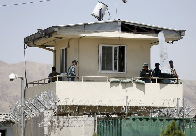 Afghan policemen keep watch at a security tower after a suicide car bomb in Kabul, Afghanistan August 10, 2015. (Photo by Omar Sobhani/Reuters)