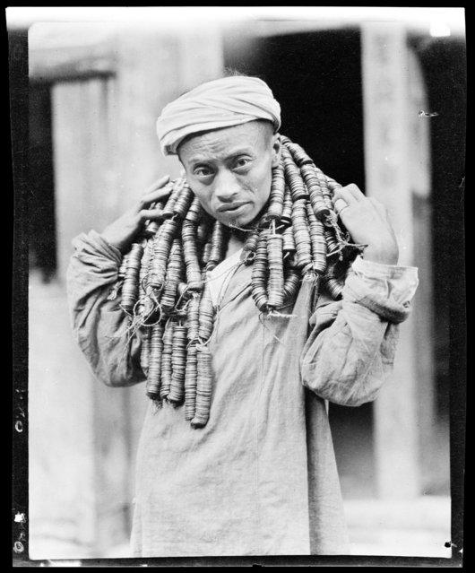 13,500 Cash to Shu Fu Tsang. China, Shu Fu Tsang (Sichuan Sheng), 1917-1919. (Photo by Sidney David Gamble)