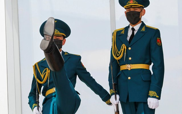 Kyrgyz servicemen wearing protective masks, used as a preventive measure against the coronavirus disease (COVID-19), take part in the ceremony of guards' changing in Ala-Too Square in Bishkek, Kyrgyzstan on April 7, 2020. (Photo by Vladimir Pirogov/Reuters)