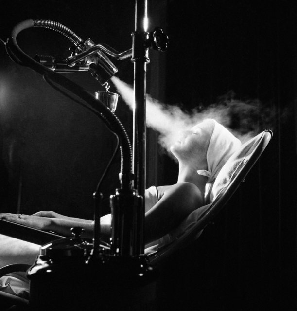 "This vaporizer, shown at a beauty trade fair in Munich, Germany on September 3, 1952, will help prevent colds and sore throats while it refreshes and rejuvenates the skin, according to the claims of the Swiss manufacturers. They say that the electric device, called ""Vapozone"", ionizes steam. It is designed for use in beauty shops for skin treatments. (Photo by AP Photo)"