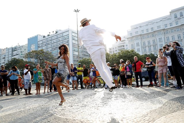 Street performers dance along Copacabana Beach in Rio de Janeiro, less than two weeks before the start of the Rio 2016 Olympic Games, July 25, 2016. (Photo by Stoyan Nenov/Reuters)