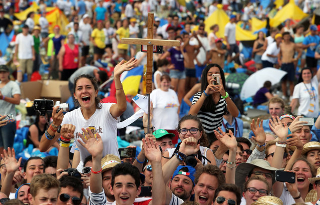 The faithful greet Pope Francis as he arrives to the Campus Misericordiae during World Youth Day in Brzegi near Krakow, Poland July 31, 2016. (Photo by Stefano Rellandini/Reuters)