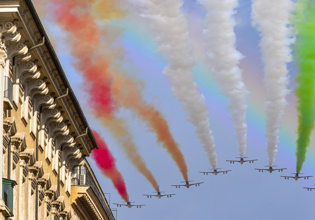 The Italian Air Force aerobatic unit Frecce Tricolori (Tricolor Arrows) spreads smoke with the colors of the Italian flag over the Piazza Venezia as Italy celebrates today the National Unity Day and the Armed Forces Day which marks the end of World War I for Italy, on November 4, 2014 in Rome. (Photo by Andreas Solaro/AFP Photo)