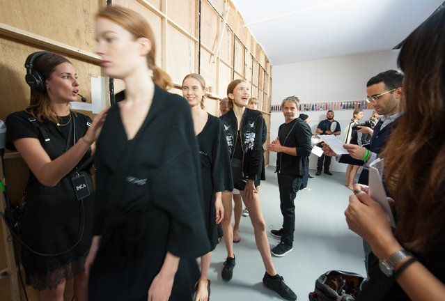 Models backstage ahead of the Jasper Conran runway show during London Fashion Week Spring/Summer collections 2017 on September 17, 2016 in London, United Kingdom. (Photo by Nicky J. Sims/Getty Images)