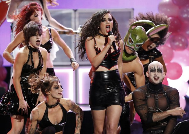 Charli XCX performs a medley of songs during the 42nd American Music Awards in Los Angeles, California November 23, 2014. (Photo by Mario Anzuoni/Reuters)