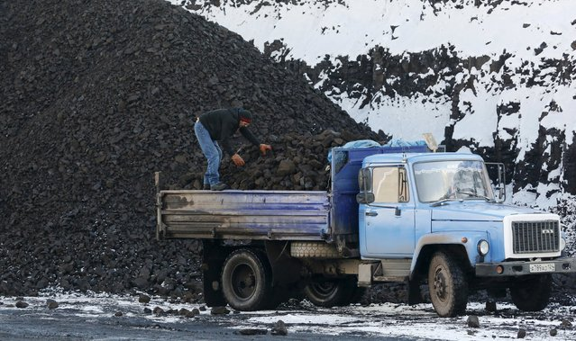 A driver loads coal for sale onto a truck from a coal dump site at the Borodinsky opencast colliery near the Siberian town of Borodino, east of Krasnoyarsk, Russia October 27, 2015. (Photo by Ilya Naymushin/Reuters)