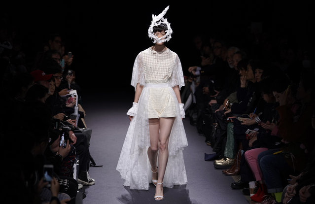A model displays a creation by Ohalu Ando of Japan during the 2018 Autumn/Winter Collection at the Tokyo Fashion Week in Tokyo, Tuesday, March 20, 2018. (Photo by Shizuo Kambayashi/AP Photo)