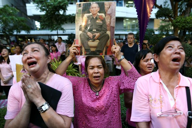 Well-wishers weep and pray for Thailand's King Bhumibol Adulyadej at the Siriraj hospital where he is residing in Bangkok, Thailand, October 13, 2016. (Photo by Athit Perawongmetha/Reuters)