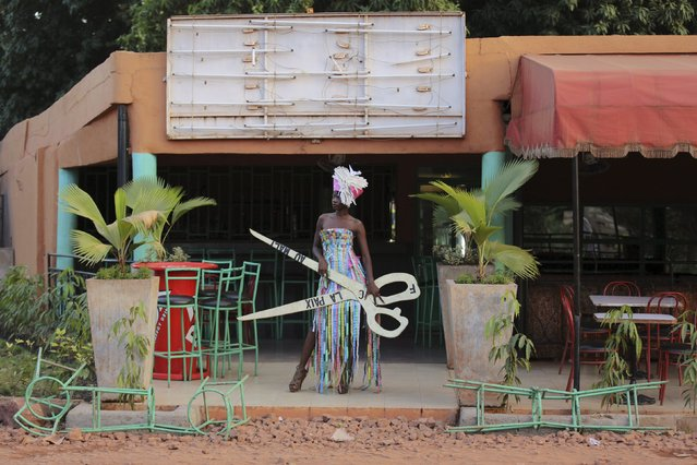 A model poses for a picture in a bazin dress made by designer Mariah Bocoum Keita in Bamako, Mali, October 21, 2015. (Photo by Joe Penney/Reuters)