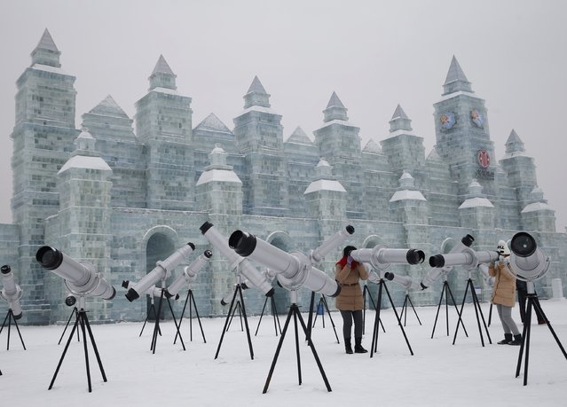 Visitors use kaleidoscopes which are displayed with ice sculptures ahead of the 31st Harbin International Ice and Snow Festival in the northern city of Harbin, Heilongjiang province, January 4, 2015. (Photo by Kim Kyung-Hoon/Reuters)
