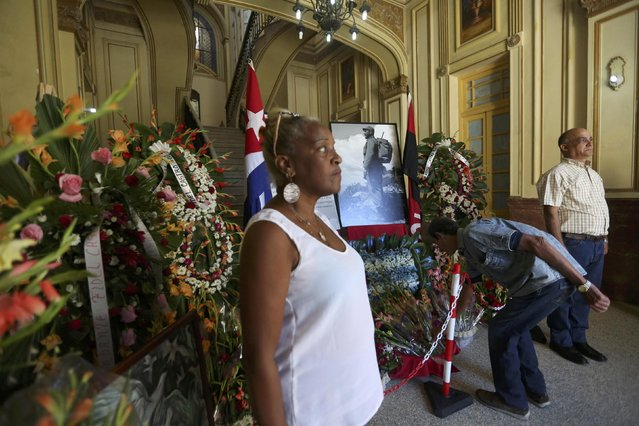People visit a tribute to Cuba's late President Fidel Castro at Communist Party headquarters of the Regla neighborhood in Havana, Cuba, November 29, 2016. (Photo by Edgard Garrido/Reuters)