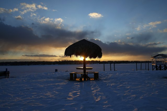 A thatched roundtable sits on a snow-covered beachfront in Port Washington, New York February 19, 2015. (Photo by Shannon Stapleton/Reuters)