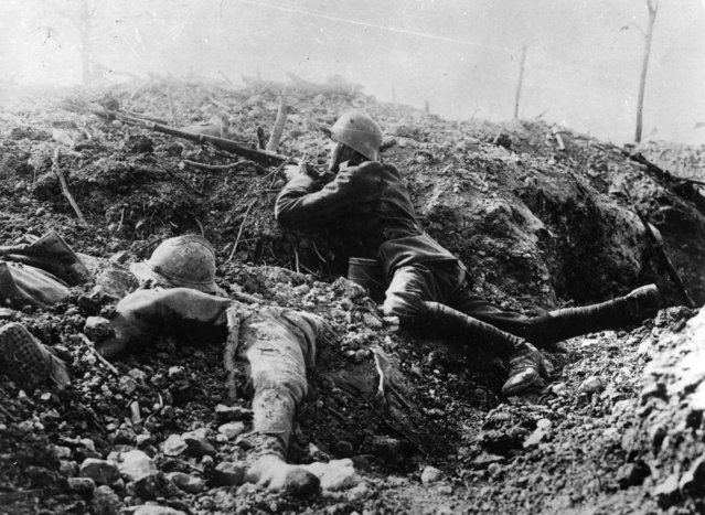 A German rifleman beside the corpse of a French soldier in a trench at Fort Vaux, France, 1916. (Photo by Hulton Archive/Getty Images)
