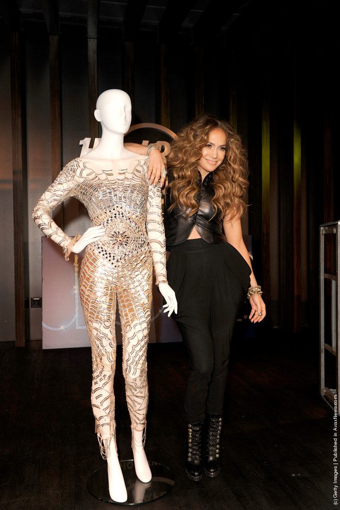 Jennifer Lopez CD Signing To Celebrate Her New Album «LOVE?» At The Hard Rock Cafe Hollywood