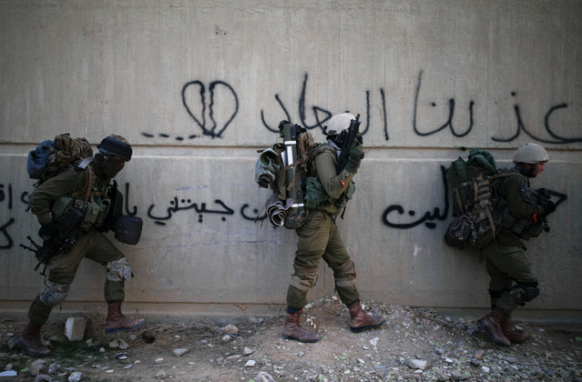 Israeli soldiers from the Nahal Infantry Brigade take part in an urban warfare drill near an abandoned hotel in Arad, southern Israel February 8, 2017. (Photo by Amir Cohen/Reuters)